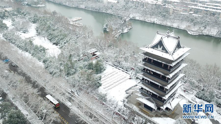 (社会)(7)雪落合肥景色美