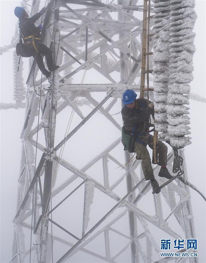 """(中国网事·图文互动)(1)顶风冒雪,他们打赢了这场大山深处的""""春运保卫战"""""""