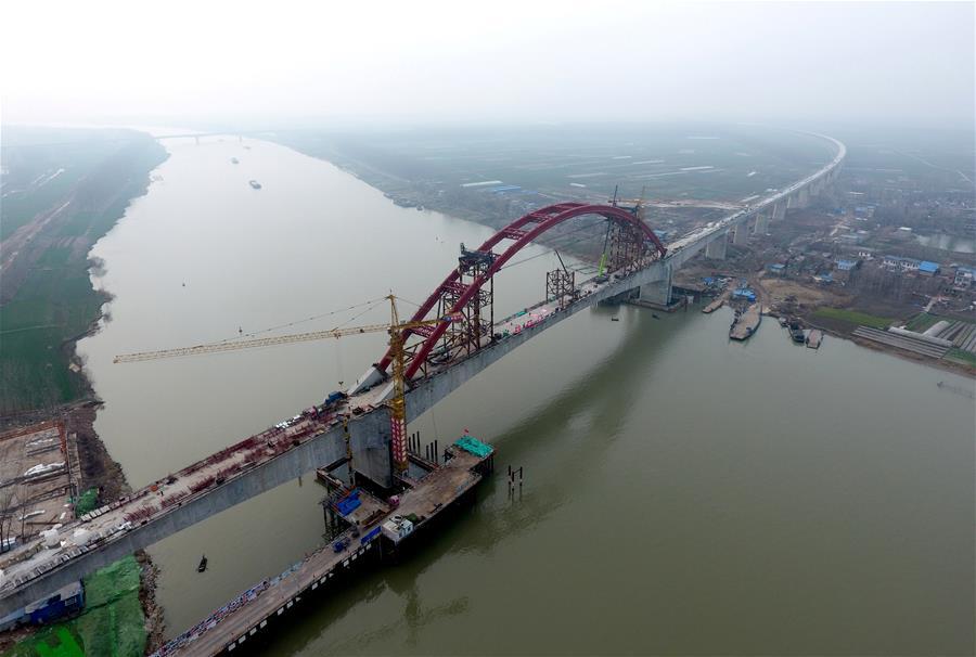(经济)(1)商合杭铁路跨淮河特大桥钢管拱提升合龙