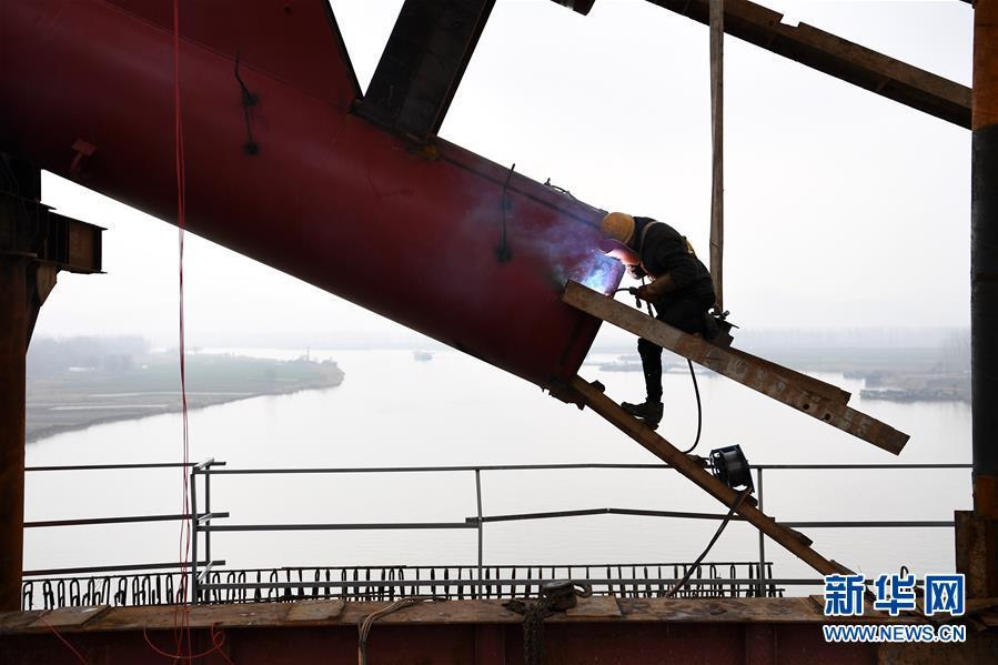(经济)(3)商合杭铁路跨淮河特大桥钢管拱提升合龙