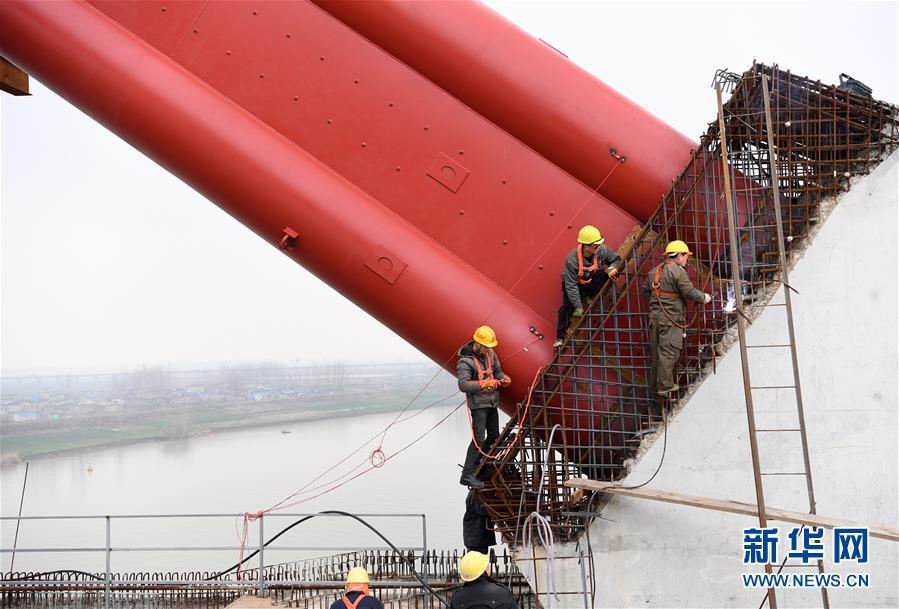 (经济)(4)商合杭铁路跨淮河特大桥钢管拱提升合龙