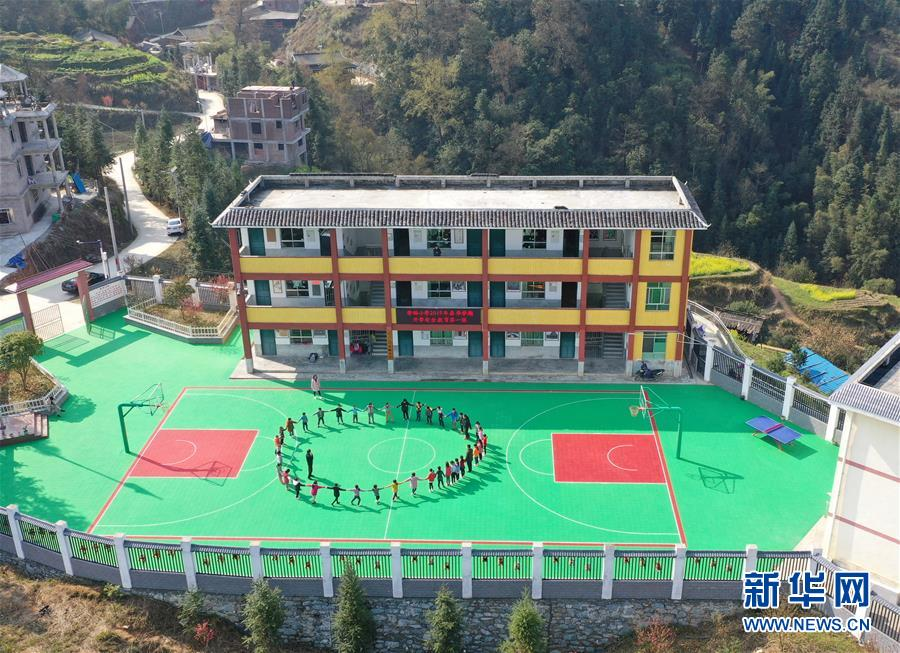 (图片故事)(1)一所跨越两省区的学校