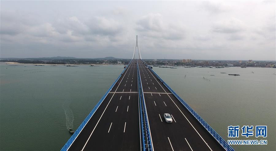 (社会)(1)海南海文大桥建成通车