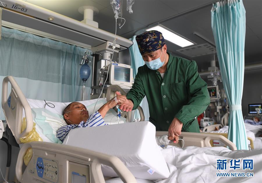 (新华全媒头条·响水化工厂爆炸事故·图文互动)(1)为了617个生命的赛跑——江苏响水爆炸事故伤员救治一线实录