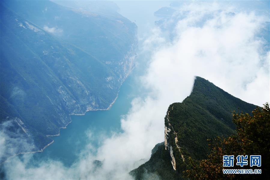 (环境)(3)云雾缭绕瞿塘峡