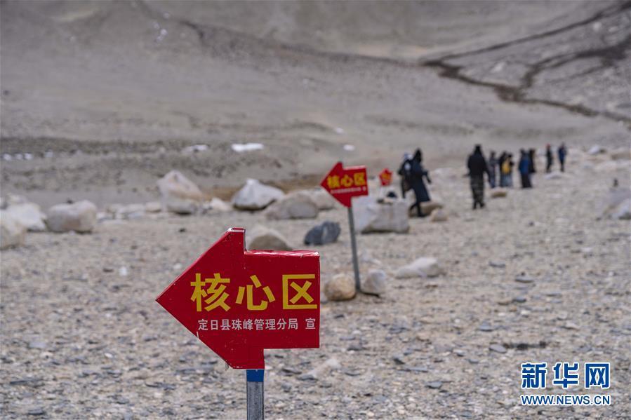 (图文互动)(2)珠峰进入旅游旺季 游客最远只可抵绒布寺区域