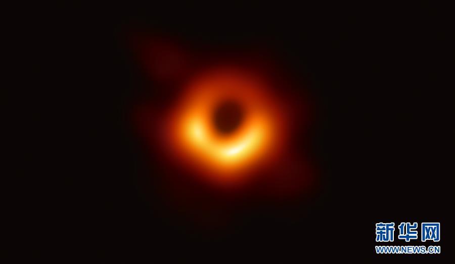 (新华全媒头条·人类史上首张黑洞照片面世·图文互动)(1)跨越5500万光年的曝光:原来你是这样的黑洞!