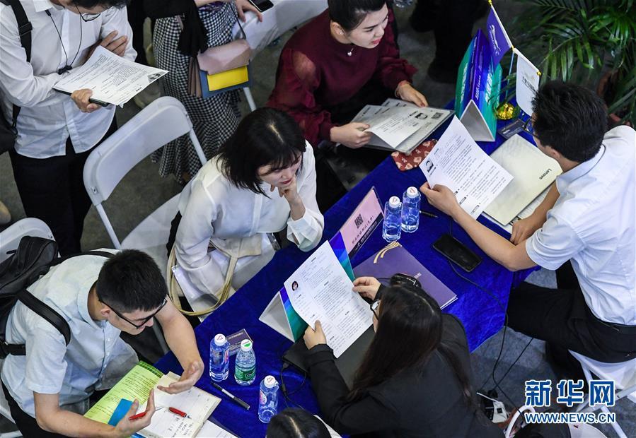 (社会)(1)第十七届中国国际人才交流大会在深圳举行