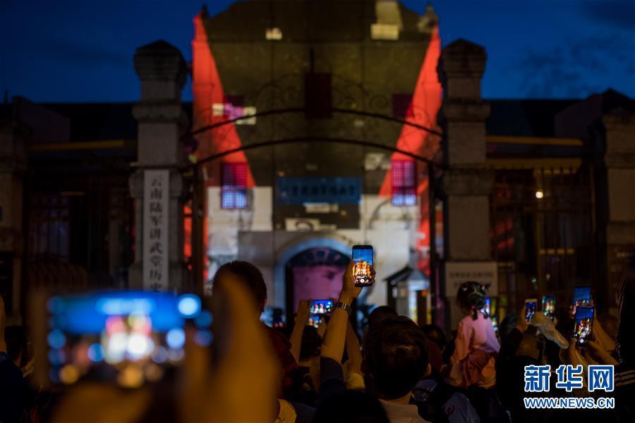(文化)(3)云南昆明上演3D灯光秀
