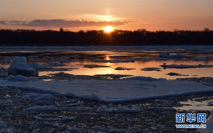 #(环境)(1)黑龙江呼玛:跑冰排景象引游人