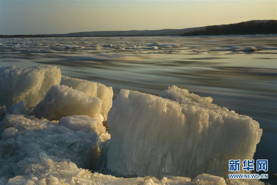 #(环境)(4)黑龙江呼玛:跑冰排景象引游人