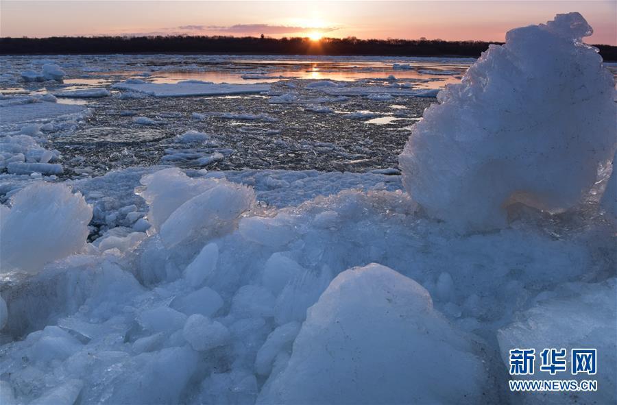 #(环境)(6)黑龙江呼玛:跑冰排景象引游人