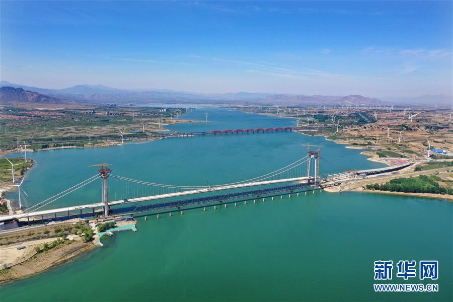 (经济)(1)河北怀来:官厅水库公路大桥即将竣工