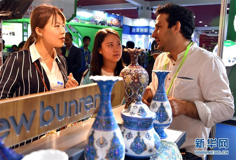 (经济)(3)第七届中国特色商品博览交易会开幕