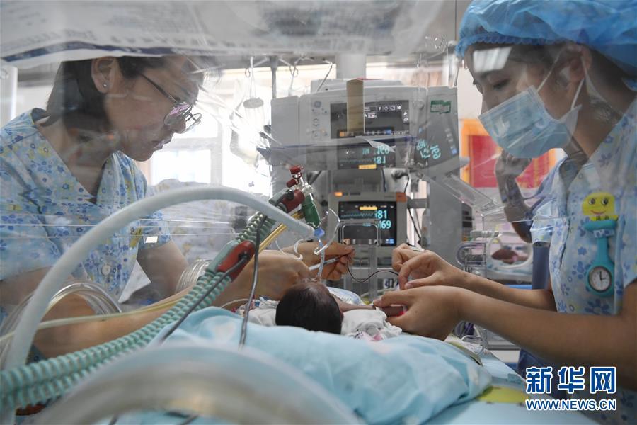 """(健康)(7)新生儿重症监护室里的""""天使妈妈"""""""