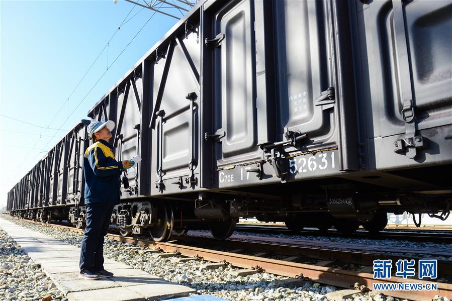 (经济)(1)南疆铁路实现万吨货物列车常态化开行
