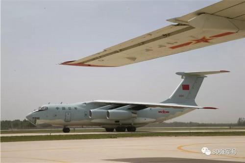 我国首次出动空军专机接马里任务区维和勇士(图2)