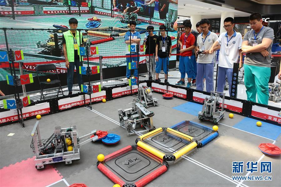 #(教育)(1)青少年比拼机器人技能