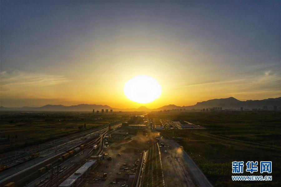 (經濟)(1)京張高鐵懷來站主體工程完工