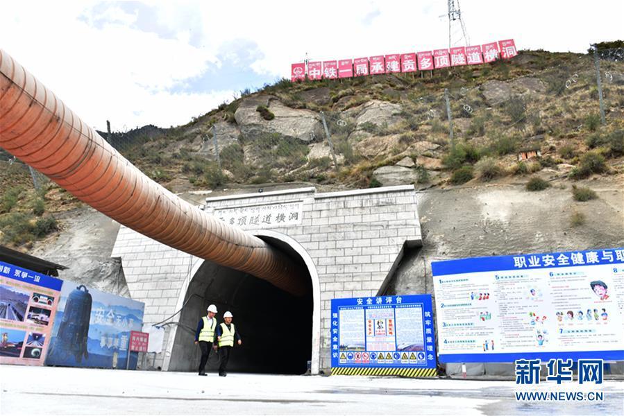 (图文互动)(1)拉林铁路贡多顶隧道贯通