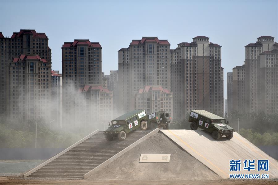 (社会)(5)天津:防务车辆装备展 带你过足瘾