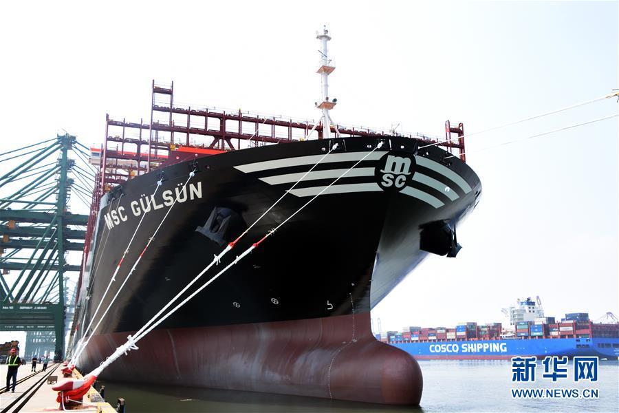 """(图文互动)(1)世界载箱量最大集装箱船""""地中海古尔松""""轮在天津港首航"""