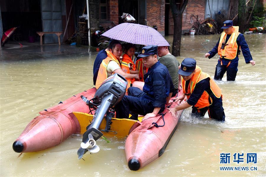 (社会)(1)江西南丰:开展紧急救援 转移被困群众