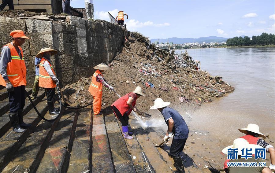 (社会)(1)湖南祁阳:洪水过后恢复忙
