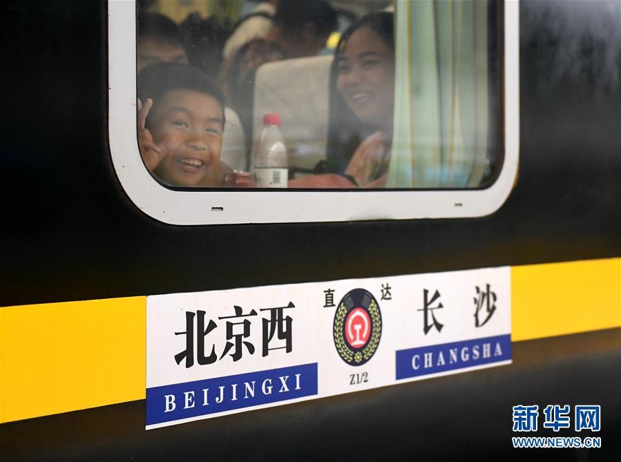 """(社会)(1)""""毛泽东号""""机车迎来安全走行1100万公里"""