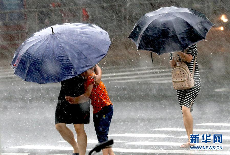 """(关注""""利奇马"""")(5)受台风""""利奇马""""影响 上海发布暴雨橙色预警"""