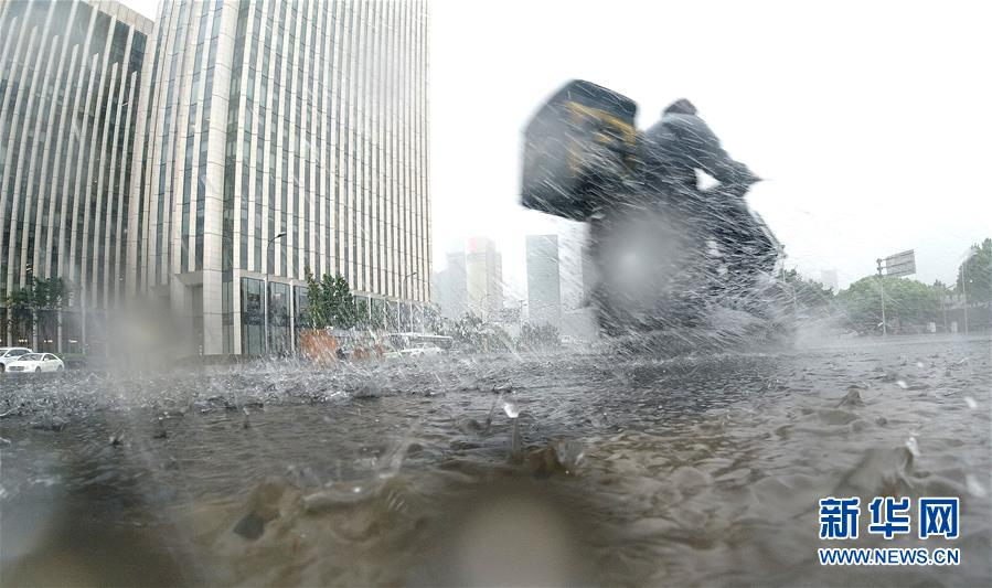 """(关注""""利奇马"""")(11)受台风""""利奇马""""影响 上海发布暴雨橙色预警"""