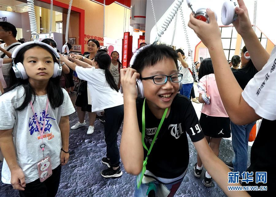(社会)(2)上海书展:为读者改变