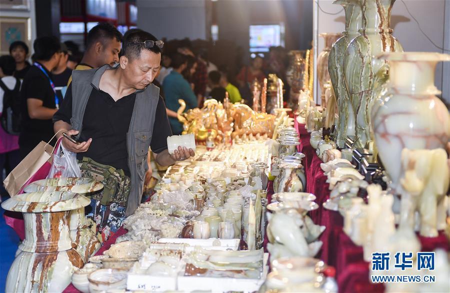 (经济)(1)各国特色商品齐聚中国-东北亚博览会