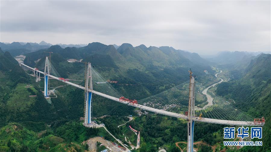 (经济)(1)平塘特大桥即将合龙