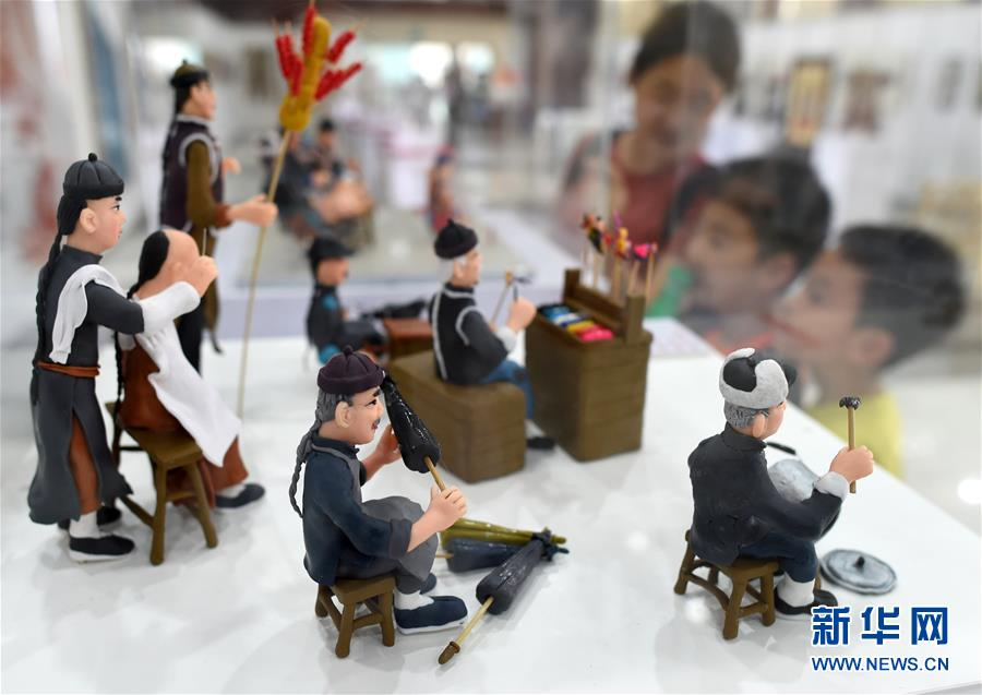 (文化)(1)杭州:民间工艺美术佳作荟萃