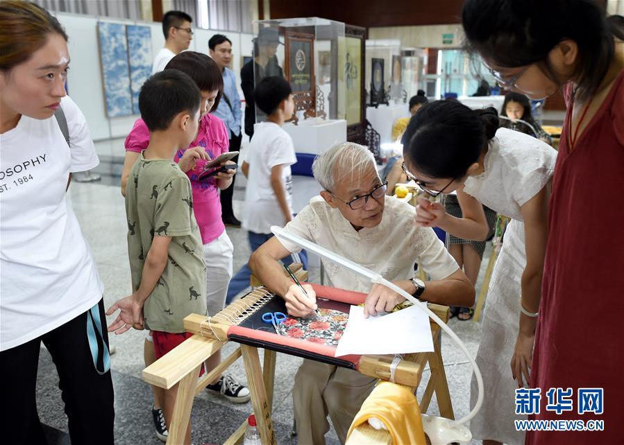 (文化)(2)杭州:民间工艺美术佳作荟萃