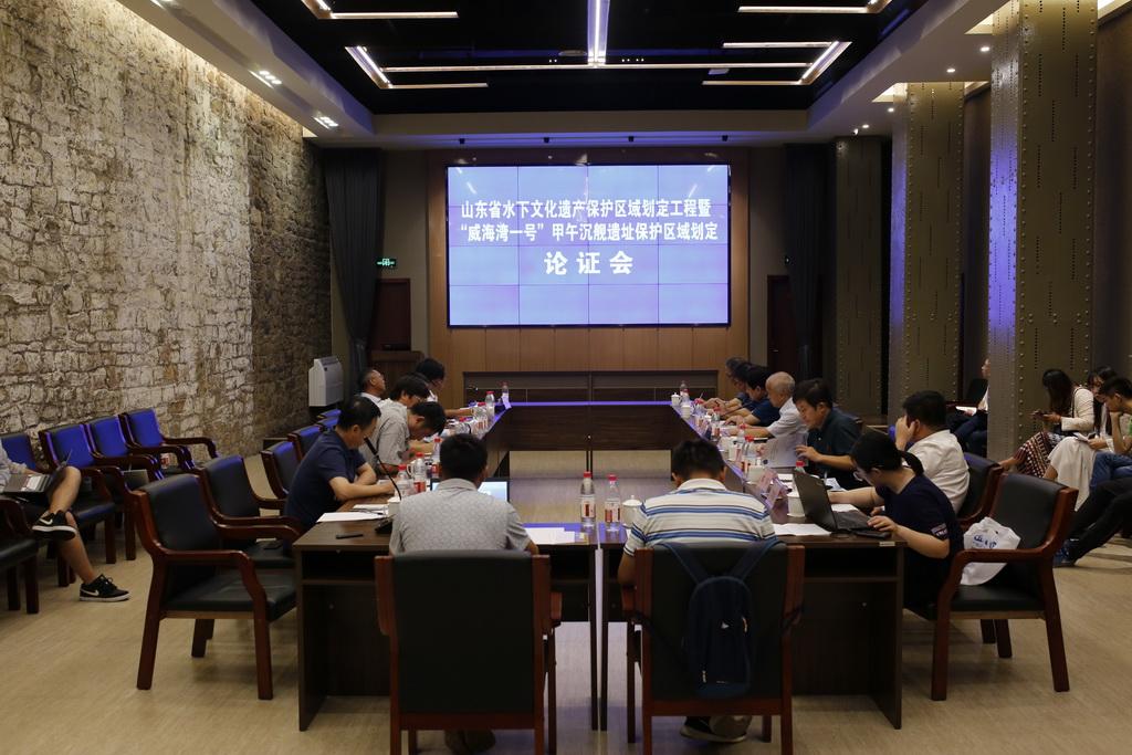 """9月2日,""""威海湾一号""""甲午沉舰遗址保护区域划定论证会在山东威海刘公岛召开。新华社记者 王阳 摄"""