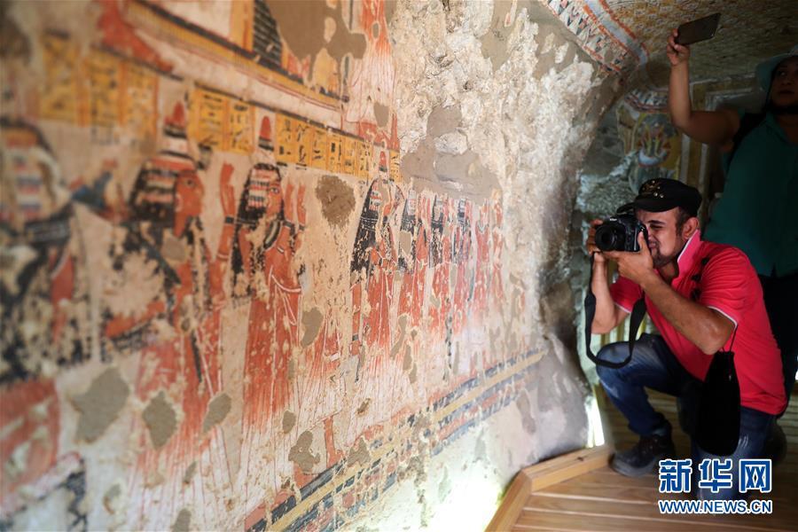 (国际)(1)埃及两座3300年历史的古墓正式向游客开放