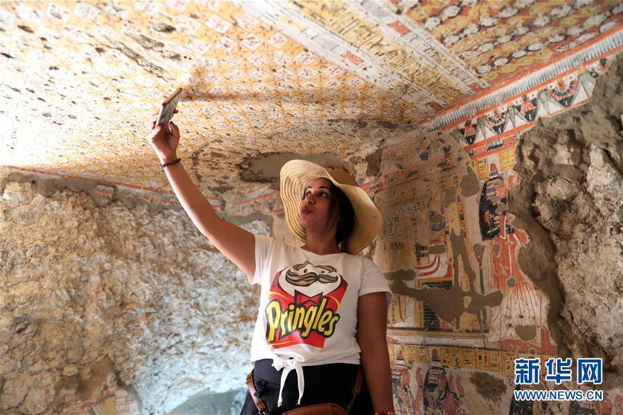 (国际)(3)埃及两座3300年历史的古墓正式向游客开放