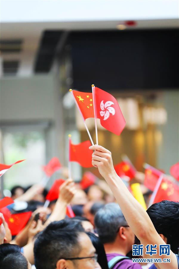(社会)(2)香港举行爱国快闪活动