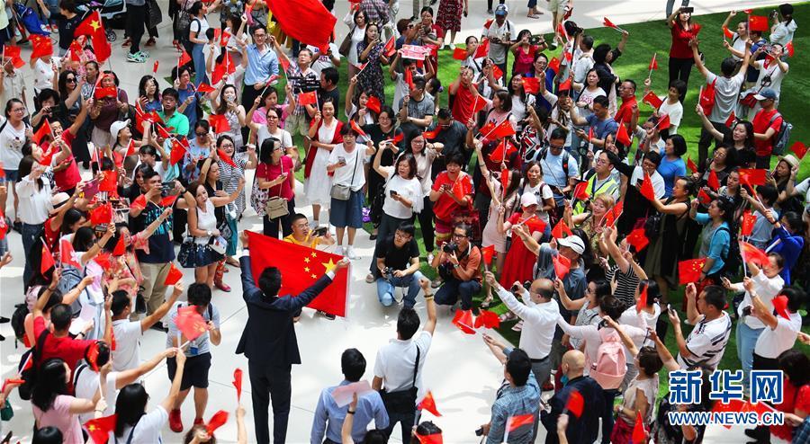 (社会)(4)香港举行爱国快闪活动