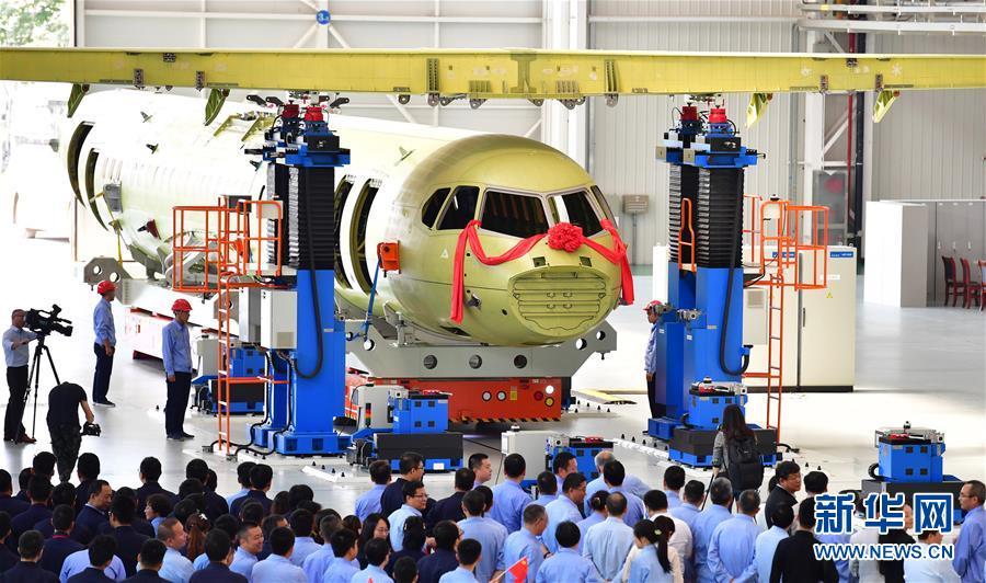 (科技)(1)国产新舟700飞机成功完成机身与机翼精准对接