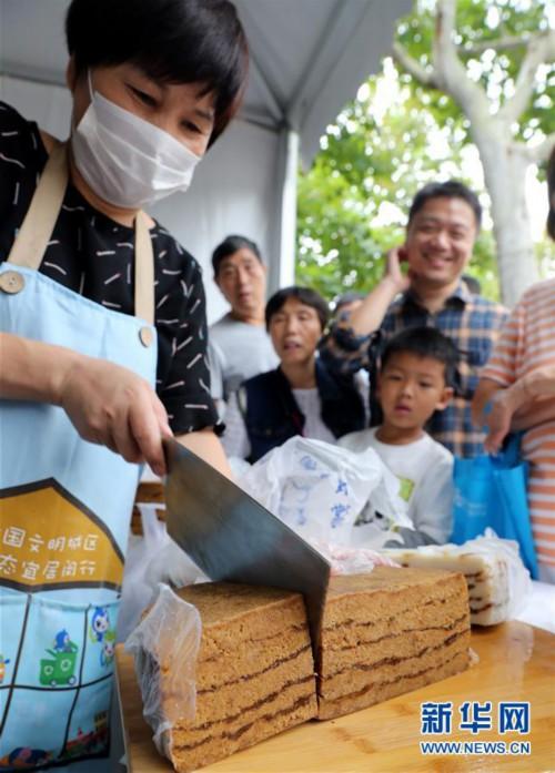 """(社会)(1)上海:浓浓重阳情 融融""""老来乐"""""""