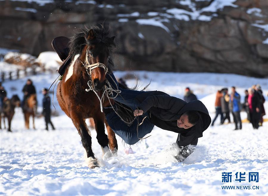 (社会)(1)新疆吉木乃:萨吾尔冬牧文化旅游节开幕