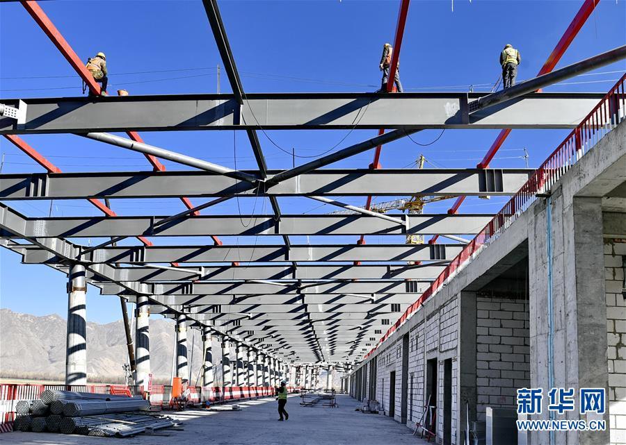 (社会)(1)拉萨贡嘎机场:不惧严寒忙施工