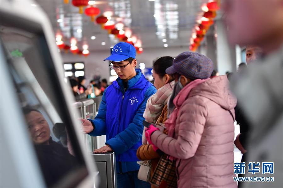 """(关注春运)(1)兰州:""""旅程管家""""带来便捷春运"""