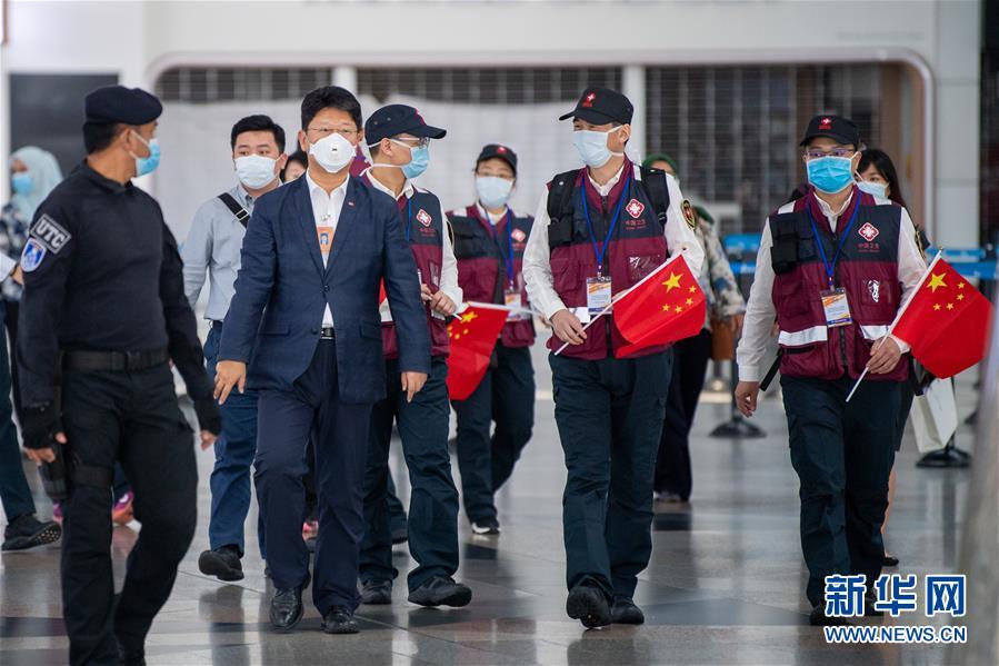 (国际疫情)(1)中国抗疫医疗专家组抵达马来西亚
