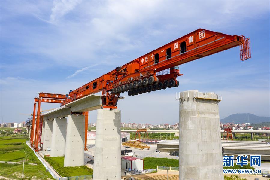 #(经济)(1)我国首台1000吨级高铁箱梁运架一体机投入使用
