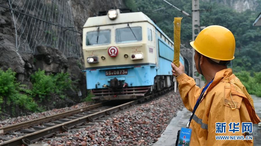 (图文互动)(1)太行山深处的铁路守护者