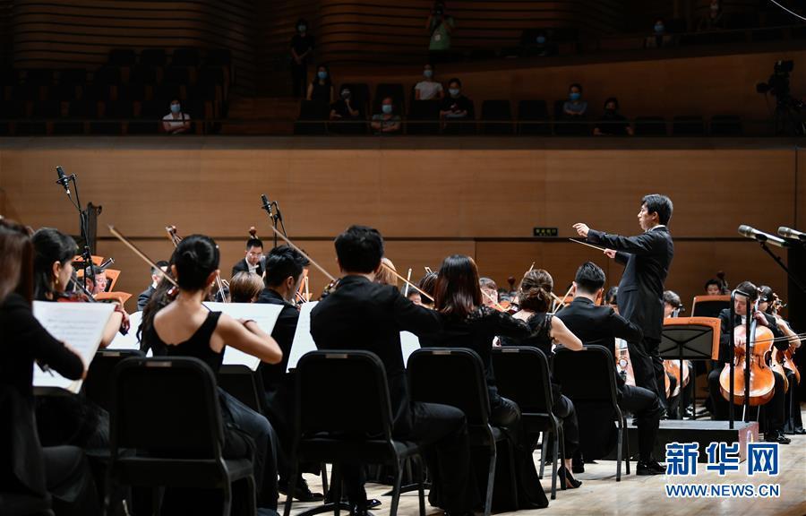 (文化)(4)复工复演 天津市音乐类剧场演出首演在天津大剧院举行